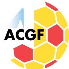 Logo de l'association cantonale genevoise de football. Un dessin de ballon rouge et jaune avec ACGF inscrit en noir dessus.
