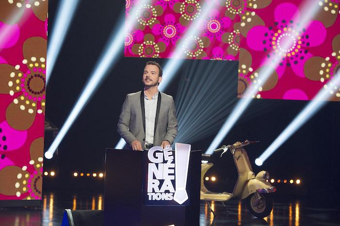 Sarkis Ohanessian, dans le décor de l'émission Générations est en train de parler à un participant.